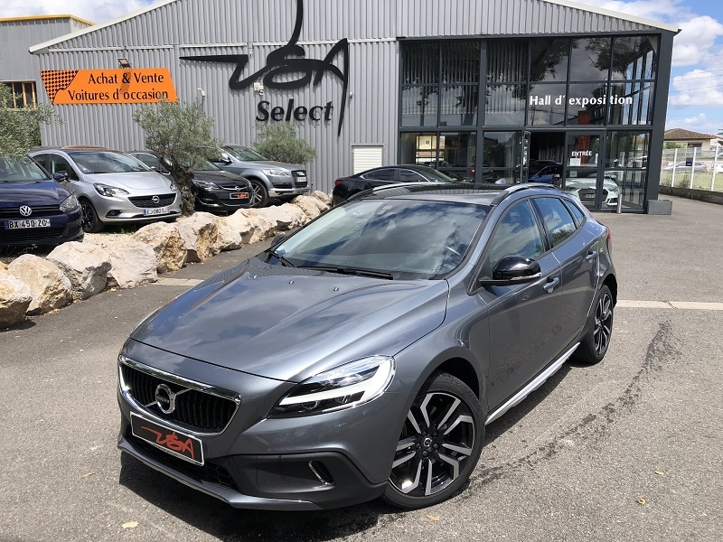 Achat Volvo V40 Cross Country D2 120CH ÖVERSTA EDITION GEARTRONIC occasion à Toulouse (31)