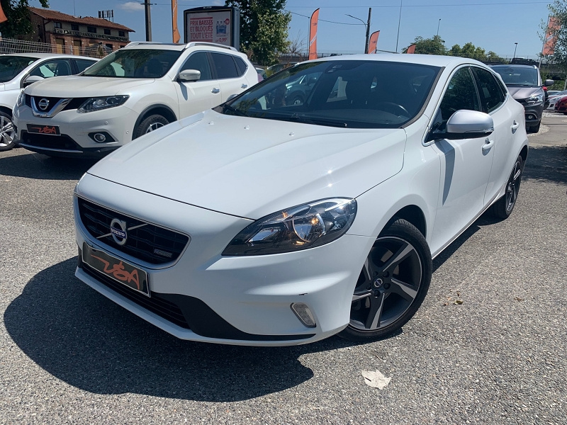 Achat Volvo V40 D3 150CH START&STOP R-DESIGN occasion à Toulouse (31)
